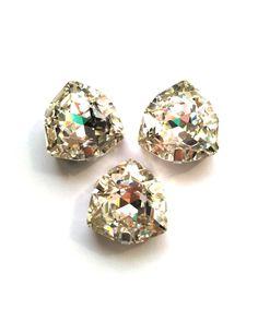 Триллиант в серебристых цапах качество люкс, 17 мм., цвет 101, кристалл