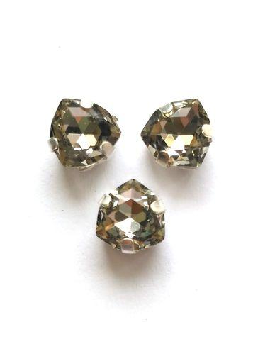 Триллиант в серебристых цапах качество люкс, 7 мм., цвет 102, блэк даймонд