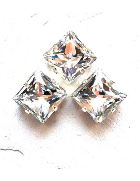 Квадрат в серебристых цапах качество люкс, 12 мм., цвет 101, кристалл